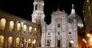 Roveto Ardente in Piazza della Madonna a Loreto